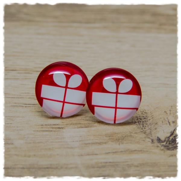 1 Paar Ohrstecker in 20 mm mit weißem Geschenk auf rotem Hintergrund