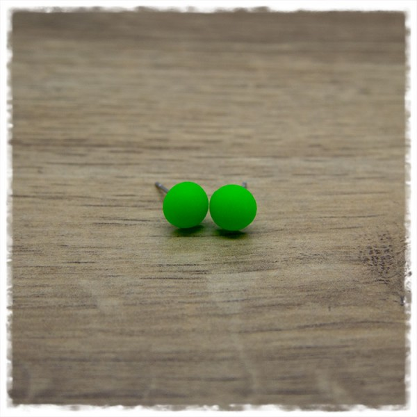 1 Paar Ohrstecker in 8 mm einfarbig matt grün