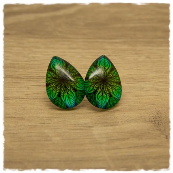 1 Paar große Ohrstecker in Tropfenform mit grünen Blättern