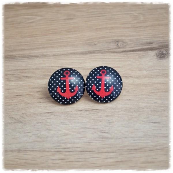 1 Paar Ohrstecker in 12 mm mit rotem Anker auf schwarz weißem Hintergrund