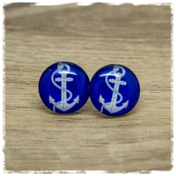 1 Paar Ohrstecker mit weißem Anker auf blauem Hintergrund
