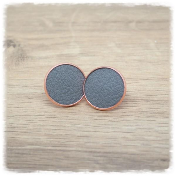 1 Paar Lederohrstecker grau mit rose Fassung