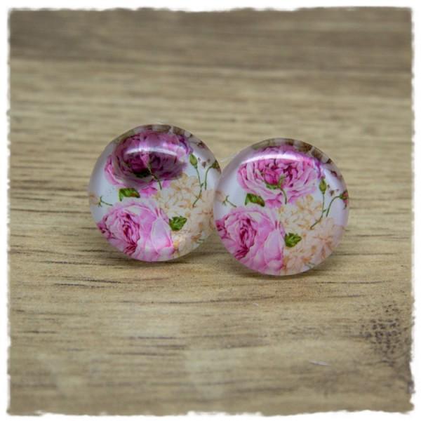 1 Paar Ohrstecker mit rosa Rosen und heller Blüte auf weißem Hintergrund