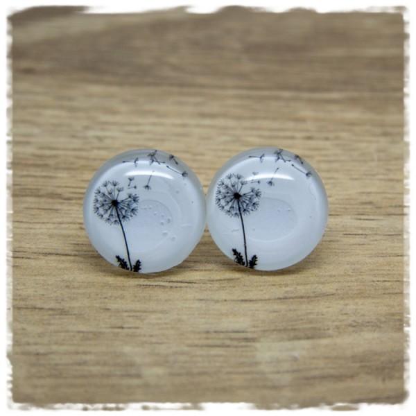 1 Paar Ohrstecker mit schwarzer Pusteblumen und Pusteblumensamen auf weißem Hintergrund
