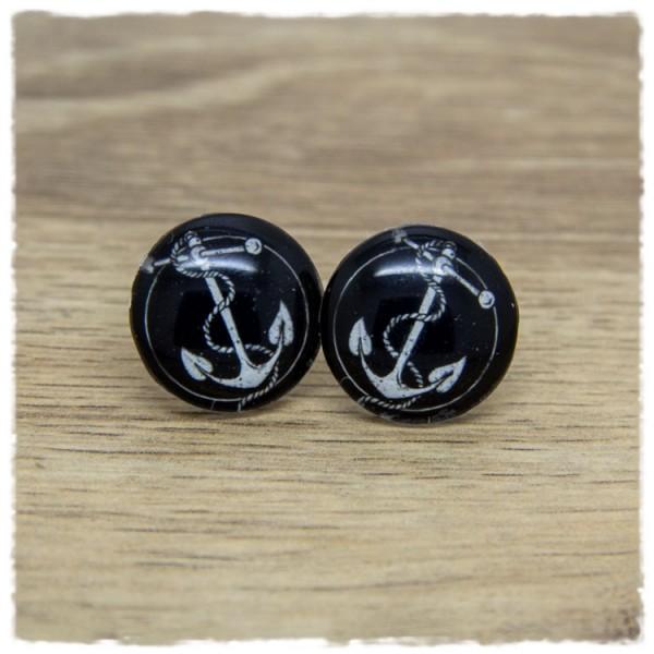 1 Paar Ohrstecker mit weißem Anker auf schwarzem Hintergrund