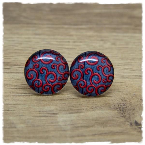 1 Paar Ohrstecker mit rotem Muster auf grauem Holzdekor