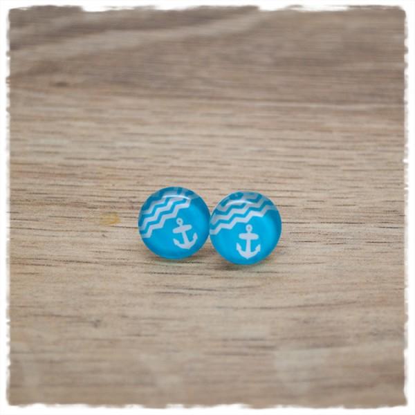 1 Paar Ohrstecker in 12 mm mit Anker auf hellblauem Hintergrund
