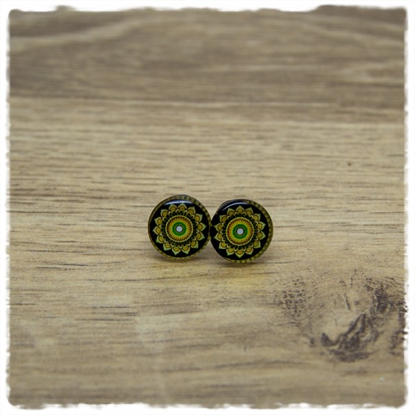 1 Paar Ohrstecker in 12 mm mit Mandala auf dunklem Hintergrund
