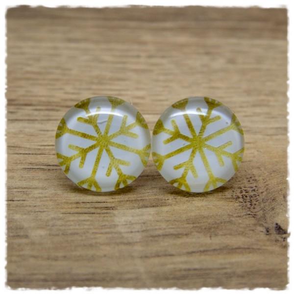 1 Paar Ohrstecker mit goldener Eisblume auf weißem Hintergrund