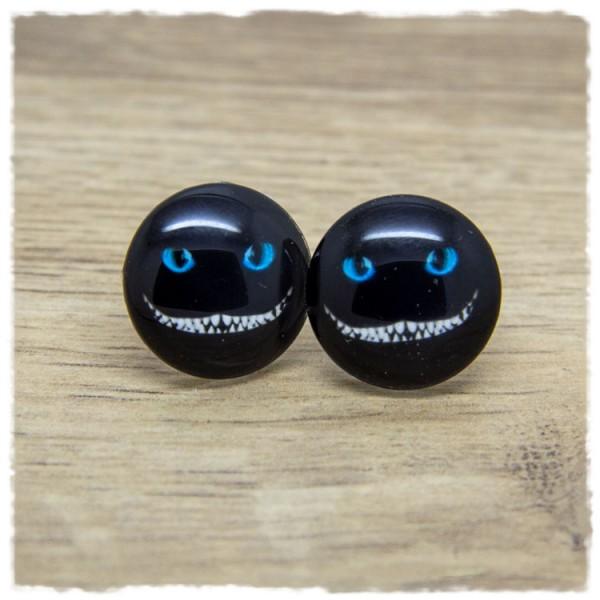 1 Paar Ohrstecker mit Monstergesicht auf schwarzem Hintergrund