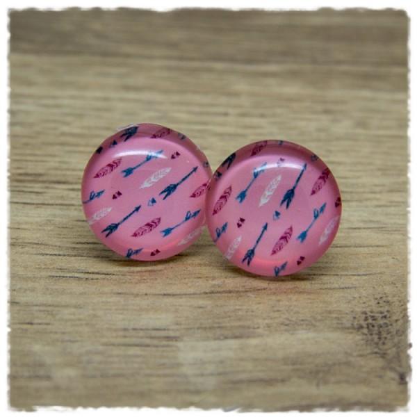 1 Paar Ohrstecker mit Pfeilen auf rosa Hintergrund