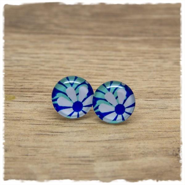 1 Paar Ohrstecker 14 mm mit weißer Blüte auf blauem Hintergrund