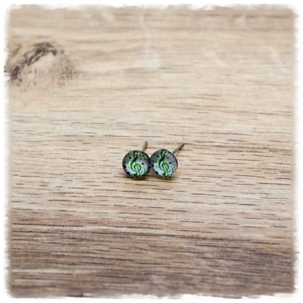1 Paar Ohrstecker 8 mm mit grünem Notenschlüssel