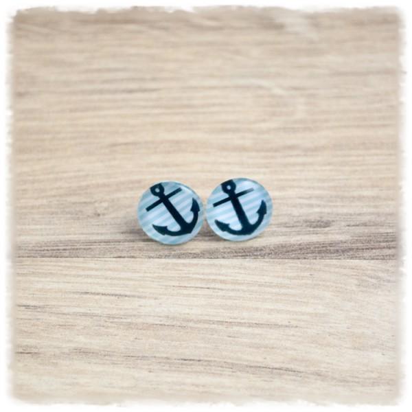 1 Paar Ohrstecker in 12 mm mit blauem Anker auf hellblauen Streifen