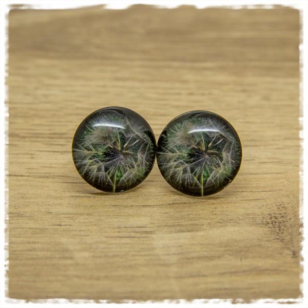1 Paar Ohrstecker mit Pusteblume auf dunklem Hintergrund