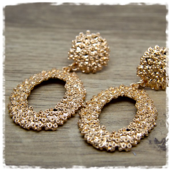 1 Paar Ohrhänger in 35 mm Tropfenform golden mit Struktur